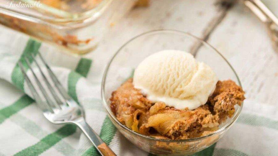 apple cobbler with vanilla ice cream in a bowl